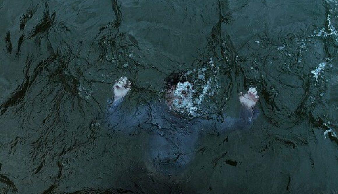 alone-drown-drowning-grunge-favim-com-3081905